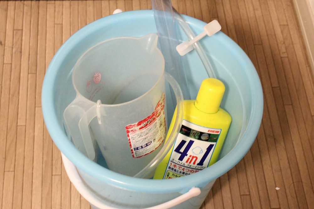 アクアリウム水槽の水換えの方法と頻度、必要な道具の一覧